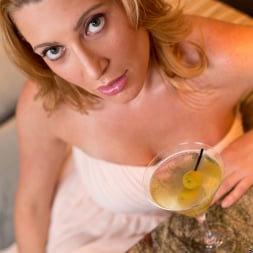 Jennifer Best in 'Anilos' Classy And Playful (Thumbnail 3)
