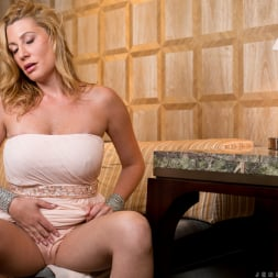 Jennifer Best in 'Anilos' Classy And Playful (Thumbnail 6)