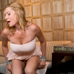 Jennifer Best in 'Anilos' Classy And Playful (Thumbnail 7)