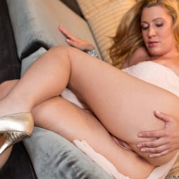 Jennifer Best in 'Anilos' Classy And Playful (Thumbnail 10)