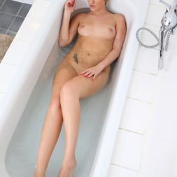 Jenny Simmons in 'Anilos' Take A Dip (Thumbnail 11)