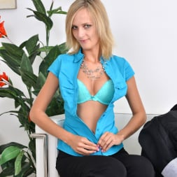 Jenny Smart in 'Anilos' Pussy Spreads (Thumbnail 4)