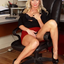 Jessica Taylor in 'Anilos' Mature Blonde (Thumbnail 2)