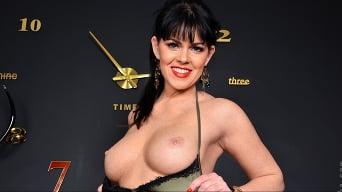 Julia Dranac in 'Orgasmic'