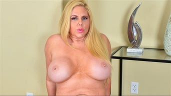 Karen Fisher in 'The Blonde Bomshell'