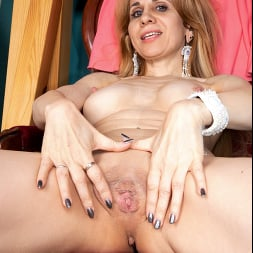 Karolina in 'Anilos' Playing With My Pussy (Thumbnail 10)