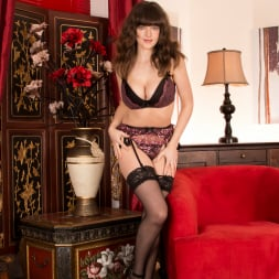 Kate Anne in 'Anilos' A Sexy Mature (Thumbnail 6)