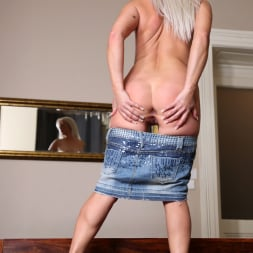 Kathy Anderson in 'Anilos' Stunning Beauty (Thumbnail 10)