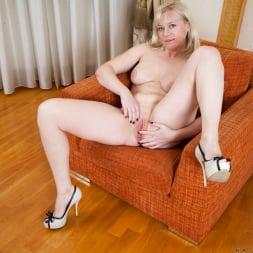 Katya Gannau in 'Anilos' Busty Old Lady (Thumbnail 8)