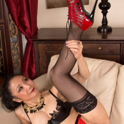 Kim in 'Anilos' Pleasing Herself (Thumbnail 5)