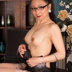 Kim in 'Anilos' Sexy Old Lady (Thumbnail 11)