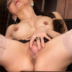 Kim in 'Anilos' Sexy Old Lady (Thumbnail 14)