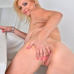 Kirsten Klark in 'Anilos' Blonde Beauty (Thumbnail 14)