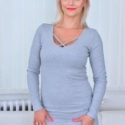 Kirsten Klark in 'Anilos' Hot Mom (Thumbnail 1)