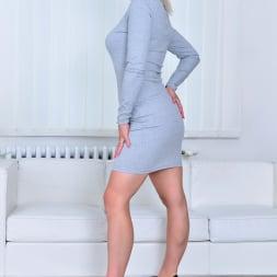 Kirsten Klark in 'Anilos' Hot Mom (Thumbnail 2)