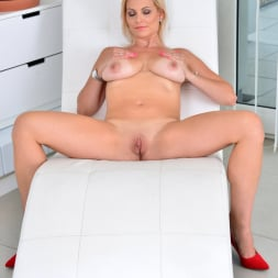Kirsten Klark in 'Anilos' Milf Masturbating (Thumbnail 14)