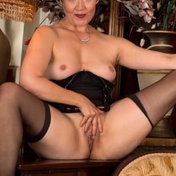 Kitty Creamer in 'Anilos' Private Dressing Room (Thumbnail 14)
