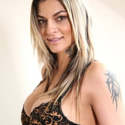 Klarisa Leone in 'Anilos' Mature Pussy Pleasure (Thumbnail 2)