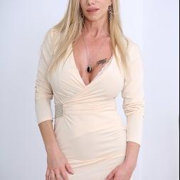 Lara De Santis in 'Anilos' Sex Kitten (Thumbnail 1)