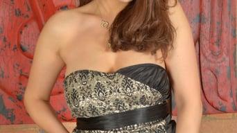 Lara Jade Deene in 'Clit Massage'