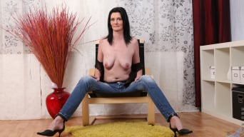 Laura Dark in 'Dressed To Impress'