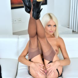 Lena Love in 'Anilos' Sexy Blonde (Thumbnail 12)