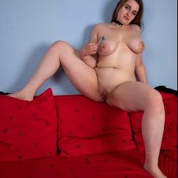 Lenna in 'Anilos' Busty Beauty (Thumbnail 13)
