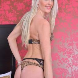Lexi Lou in 'Anilos' Pretty Blonde (Thumbnail 2)