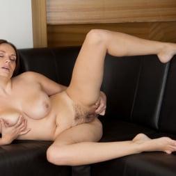 Leyla in 'Anilos' Just Taking A Break (Thumbnail 10)