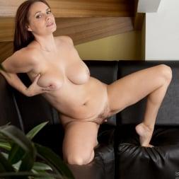 Leyla in 'Anilos' Just Taking A Break (Thumbnail 12)