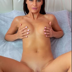 Leyla Lee in 'Anilos' Watch Me Play (Thumbnail 9)