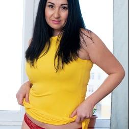 Leyla Lynn in 'Anilos' This Feeling (Thumbnail 1)