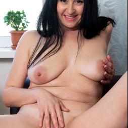 Leyla Lynn in 'Anilos' This Feeling (Thumbnail 9)
