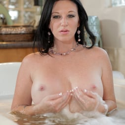 Licious Gia in 'Anilos' Relaxing Bath (Thumbnail 6)