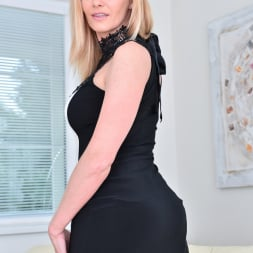 Lili Peterson in 'Anilos' Gorgeous Blonde (Thumbnail 1)