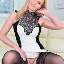 Lili Peterson in 'Anilos' Gorgeous Blonde (Thumbnail 3)