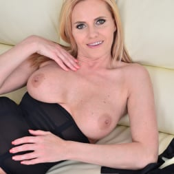 Lili Peterson in 'Anilos' Gorgeous Blonde (Thumbnail 15)