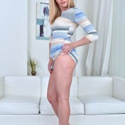 Lili Peterson in 'Anilos' Sexy Milf (Thumbnail 2)
