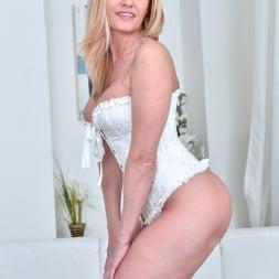 Lili Peterson in 'Anilos' Sexy Milf (Thumbnail 11)