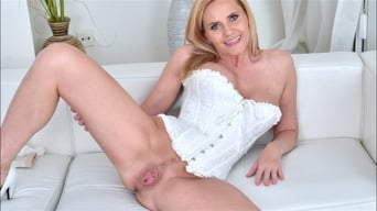 Lili Peterson in 'Sexy Milf'