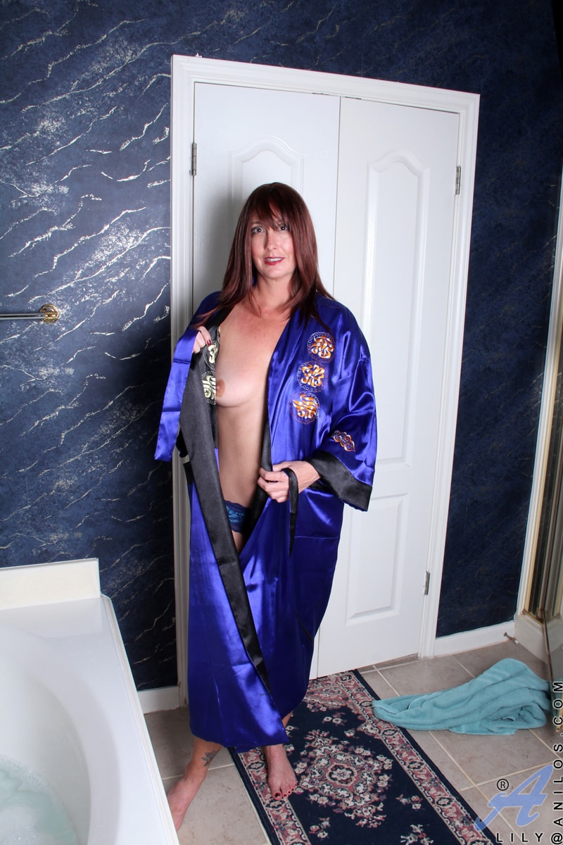Anilos 'Water Stimulation' starring Lily (Photo 2)