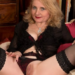 Lily Roma in 'Anilos' Looking Cute As Ever (Thumbnail 3)