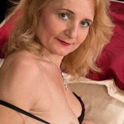 Lily Roma in 'Anilos' Looking Cute As Ever (Thumbnail 6)