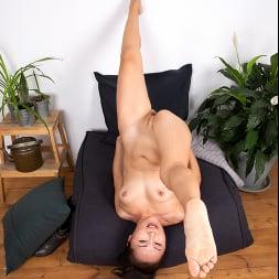 Lira Kissy in 'Anilos' Fifty And Flexible (Thumbnail 8)