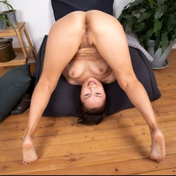 Lira Kissy in 'Anilos' Fifty And Flexible (Thumbnail 9)