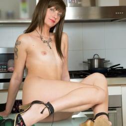Lisa Xxx in 'Anilos' Classy Lady (Thumbnail 9)