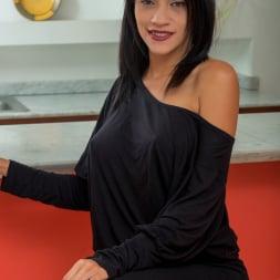 Lisbella Aguilar in 'Anilos' Big Boobs (Thumbnail 1)