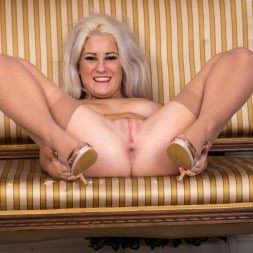 Lu Elissa in 'Anilos' Curvy Milf (Thumbnail 15)