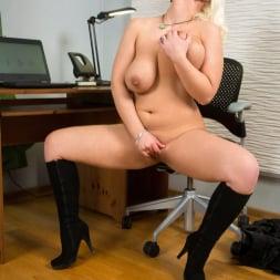 Luba Love in 'Anilos' Curvy Busty Babe (Thumbnail 11)