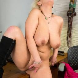 Luba Love in 'Anilos' Curvy Busty Babe (Thumbnail 13)